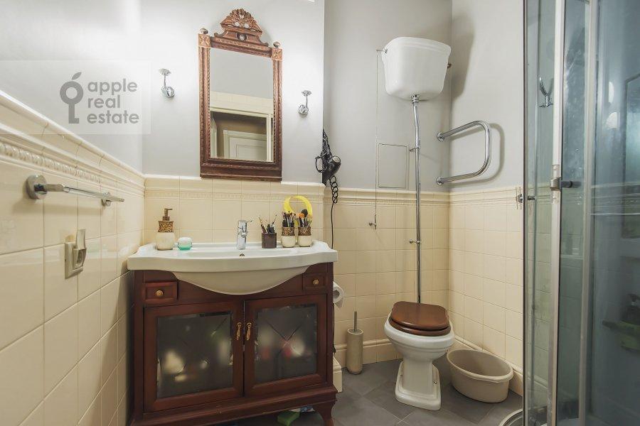 Санузел в 3-комнатной квартире по адресу Новый 2-й пер. 4