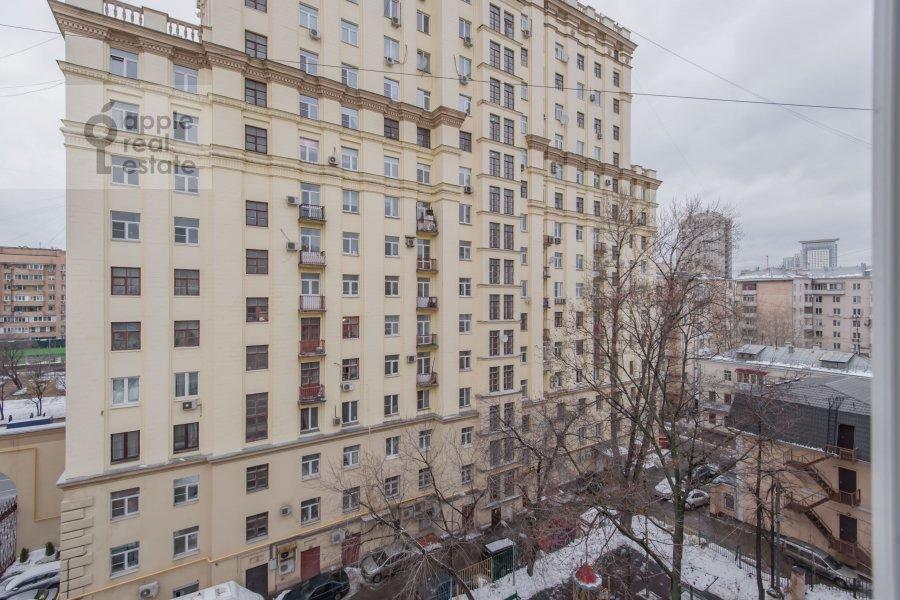 Вид из окна в 3-комнатной квартире по адресу Новый 2-й пер. 4