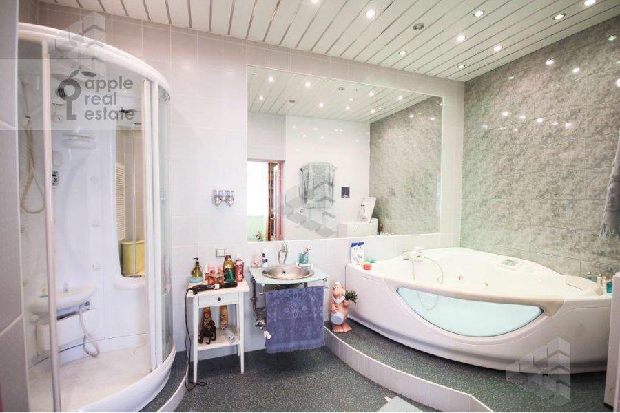 Bathroom of the 1-room apartment at Gilyarovskogo ul. 62