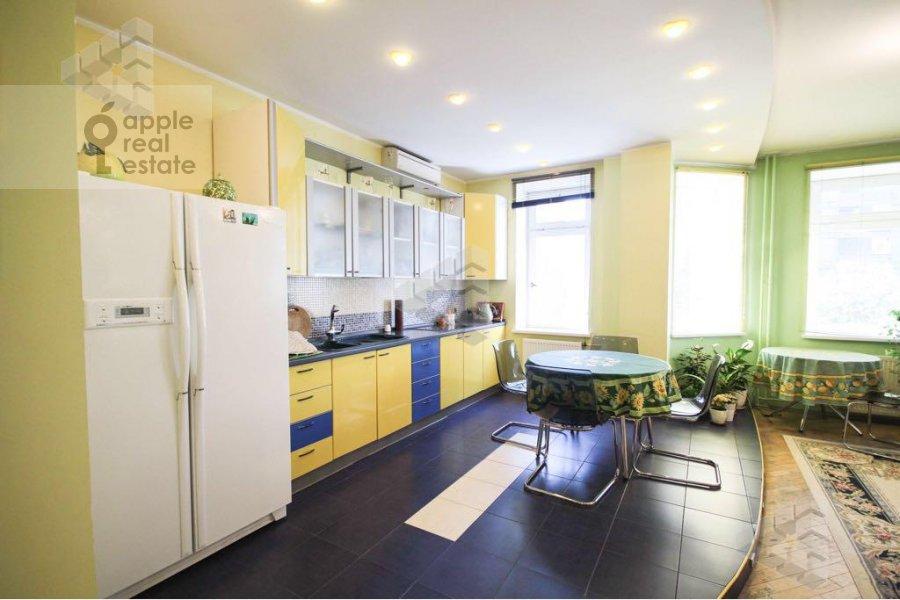 Kitchen of the 1-room apartment at Gilyarovskogo ul. 62