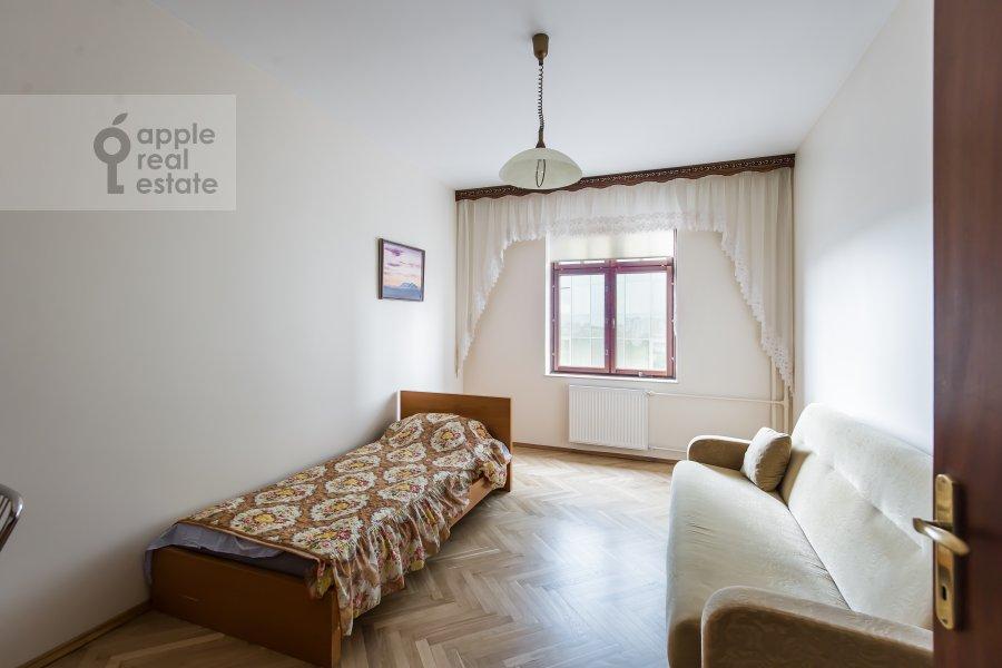 Children's room / Cabinet of the 3-room apartment at Krasnosel'skaya Verkhnyaya ul. 9