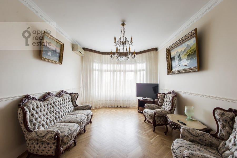 Living room of the 3-room apartment at Krasnosel'skaya Verkhnyaya ul. 9
