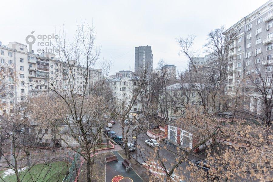 Вид из окна в 2-комнатной квартире по адресу Гончарный пр. 6к1