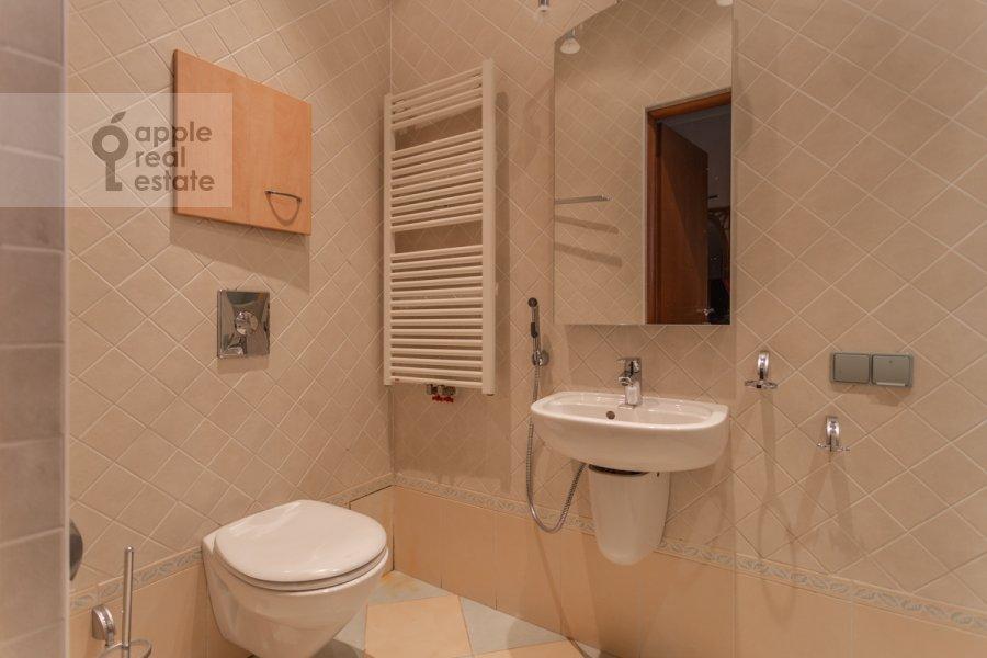 Санузел в 4-комнатной квартире по адресу Банный пер. 3