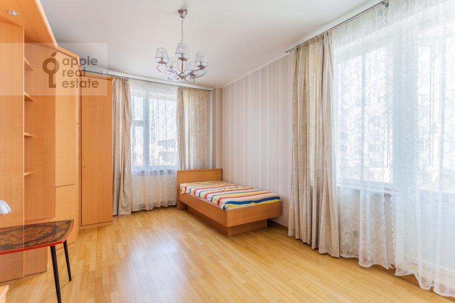 Детская комната / Кабинет в 4-комнатной квартире по адресу Банный пер. 3