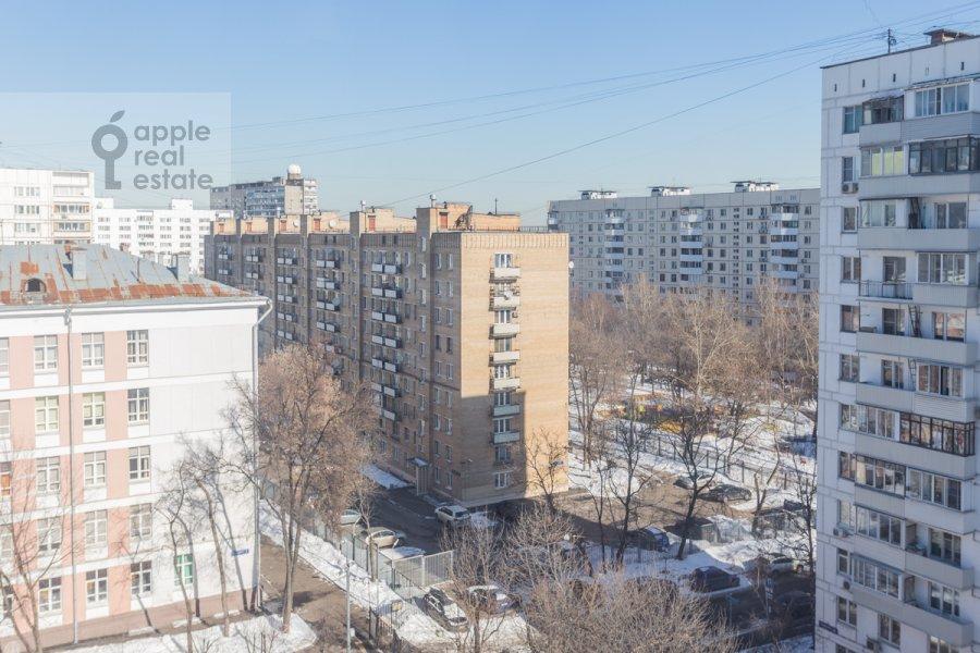 Вид из окна в 4-комнатной квартире по адресу Банный пер. 3
