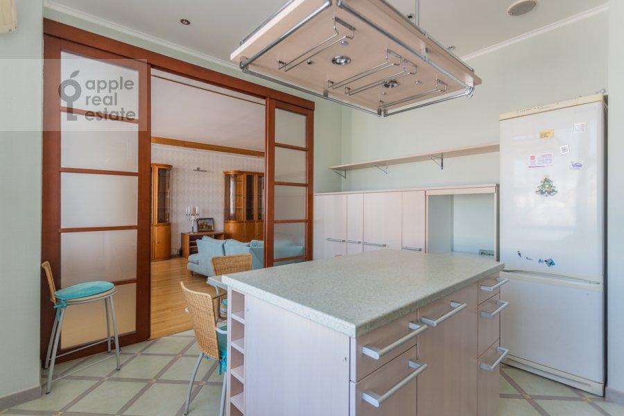 Кухня в 4-комнатной квартире по адресу Банный пер. 3