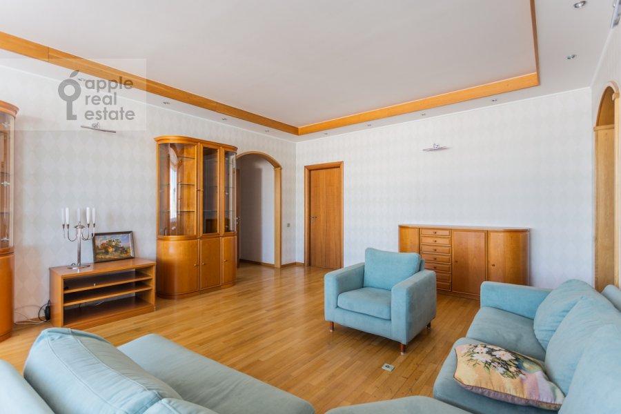 Гостиная в 4-комнатной квартире по адресу Банный пер. 3