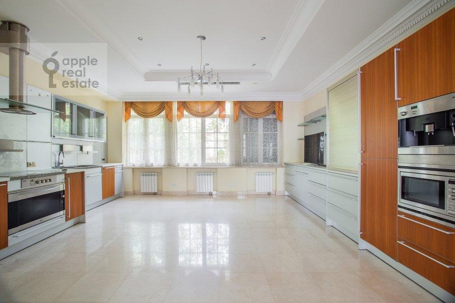 Kitchen of the 6-room apartment at Beregovaya ul. 8