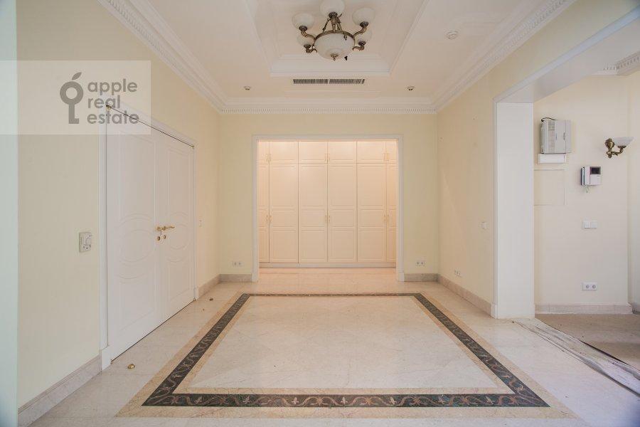 Corridor of the 6-room apartment at Beregovaya ul. 8