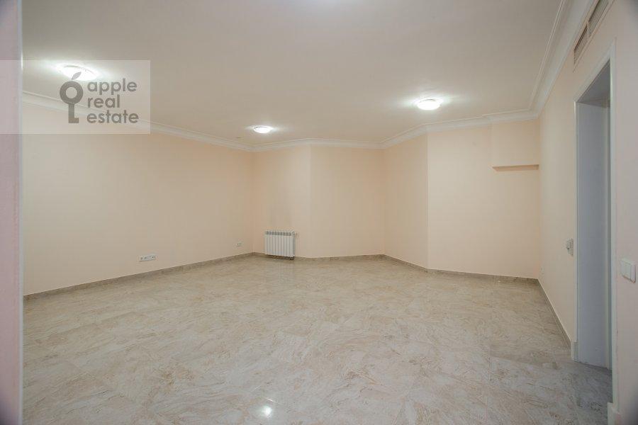 Walk-in closet / Laundry room / Storage room of the 6-room apartment at Beregovaya ul. 8