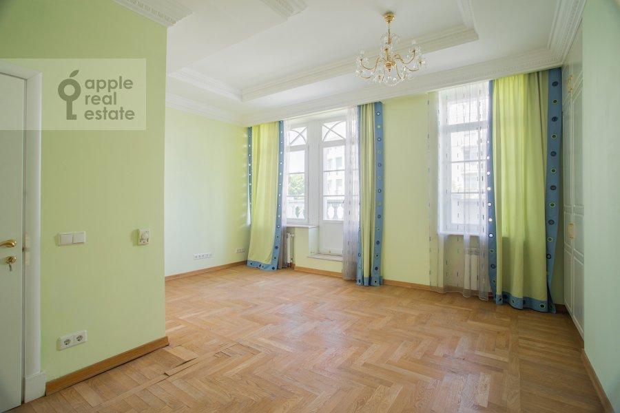 Children's room / Cabinet of the 6-room apartment at Beregovaya ul. 8