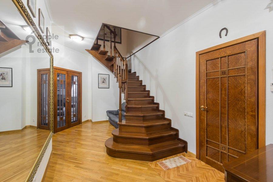 Corridor of the 4-room apartment at Gilyarovskogo ul. 4/1