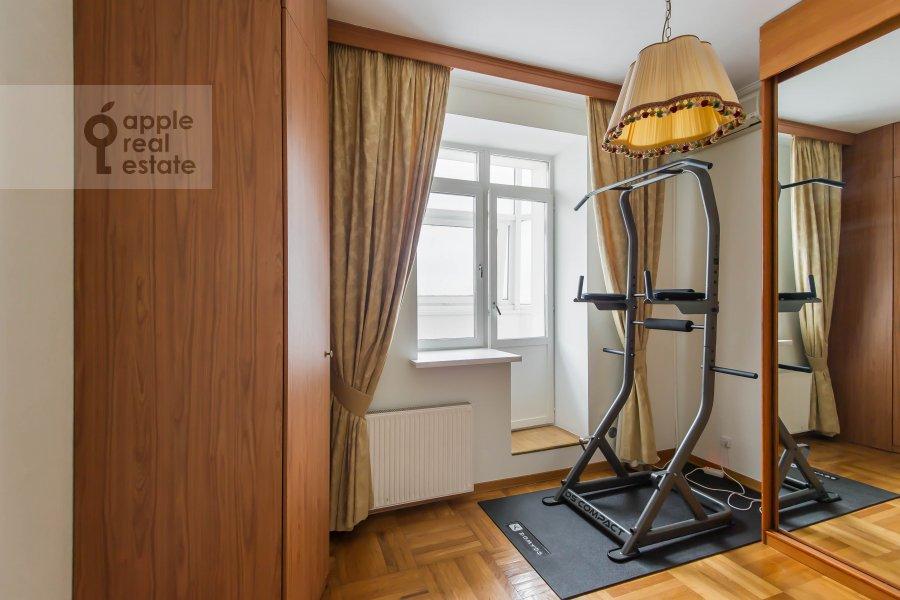 Children's room / Cabinet of the 4-room apartment at Gilyarovskogo ul. 4/1
