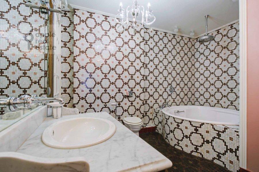Bathroom of the 4-room apartment at Krasnoproletarskaya ul. 7
