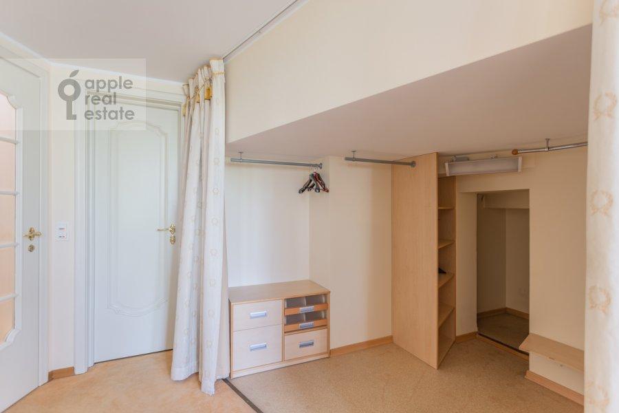 Гардеробная комната / Постирочная комната / Кладовая комната в 3-комнатной квартире по адресу Погорельский пер. 6