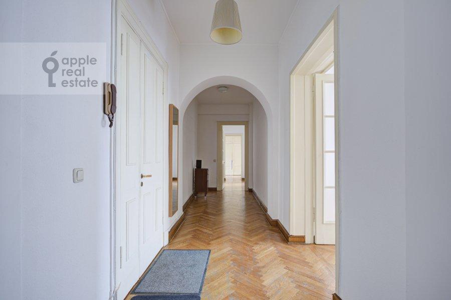 Corridor of the 4-room apartment at Tverskaya ul. 8k2