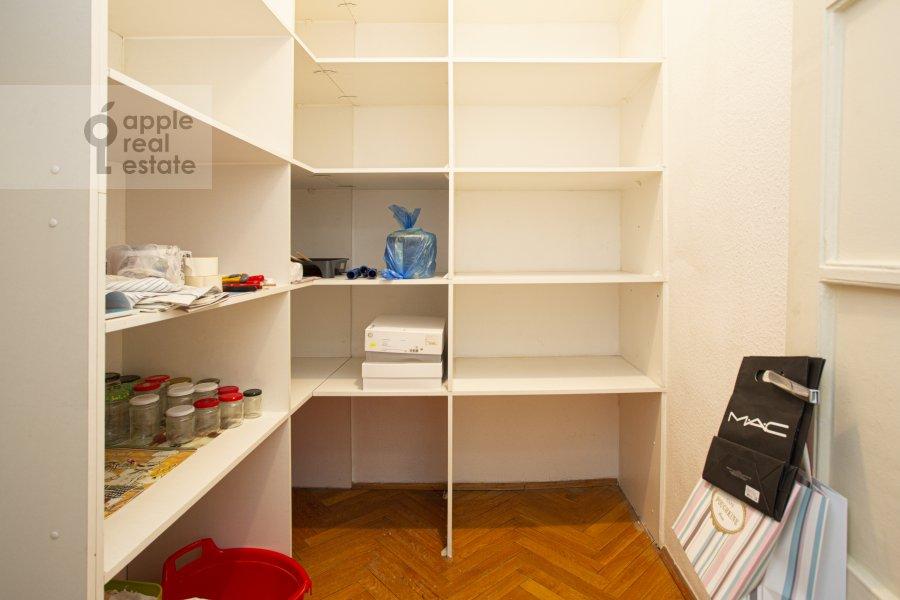 Walk-in closet / Laundry room / Storage room of the 4-room apartment at Tverskaya ul. 8k2