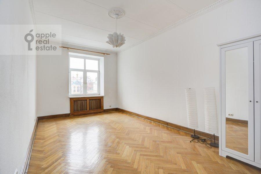 Bedroom of the 4-room apartment at Tverskaya ul. 8k2