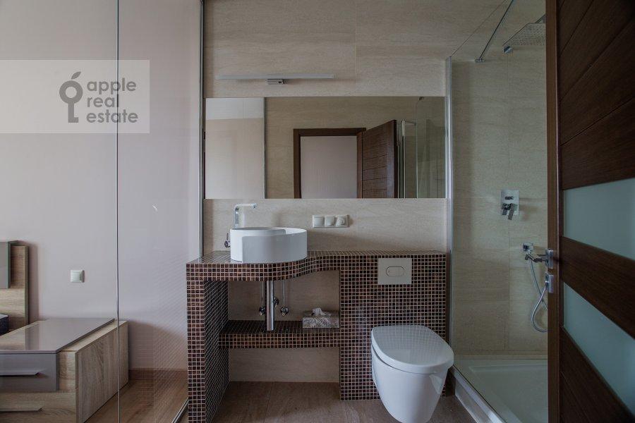 Санузел в 3-комнатной квартире по адресу Хорошевское шоссе 12с1