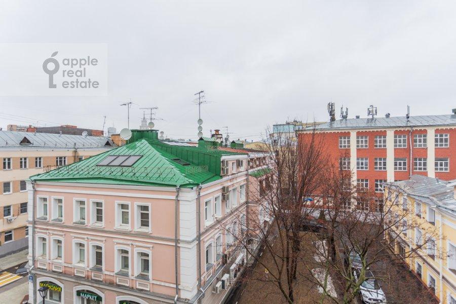 Вид из окна в 4-комнатной квартире по адресу Чаплыгина ул. 10
