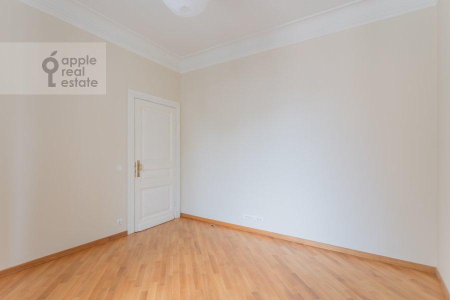 Детская комната / Кабинет в 4-комнатной квартире по адресу Чаплыгина ул. 10