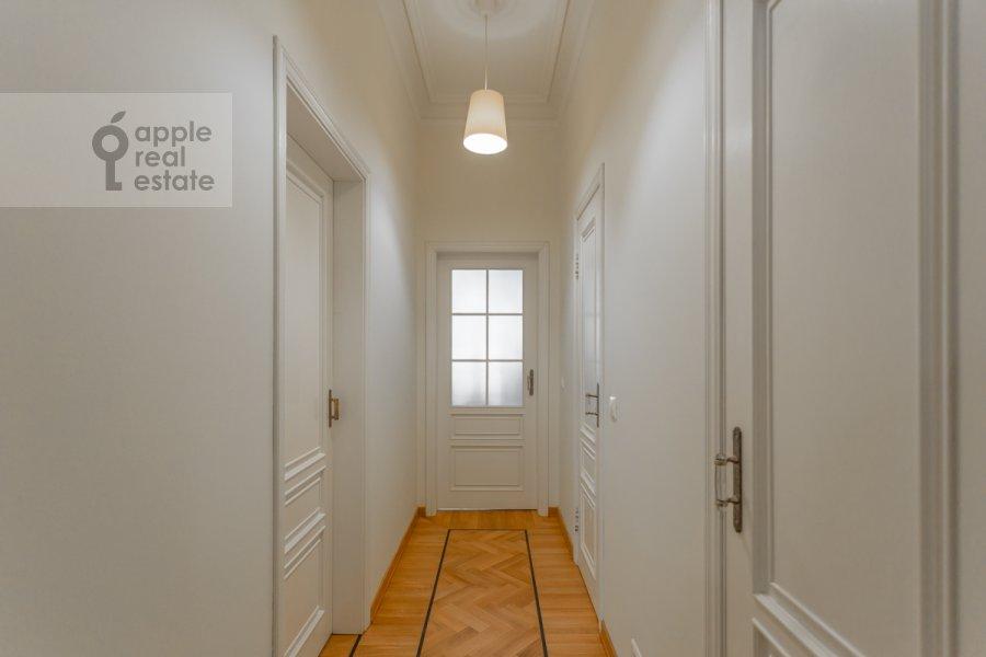 Коридор в 4-комнатной квартире по адресу Чаплыгина ул. 10