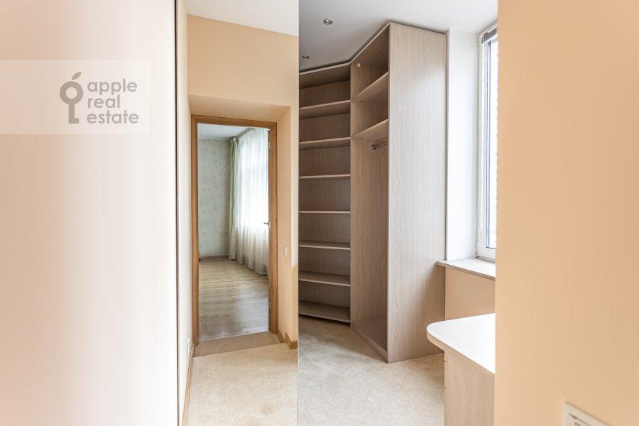 Гардеробная комната / Постирочная комната / Кладовая комната в 4-комнатной квартире по адресу Ленинский просп. 92к1