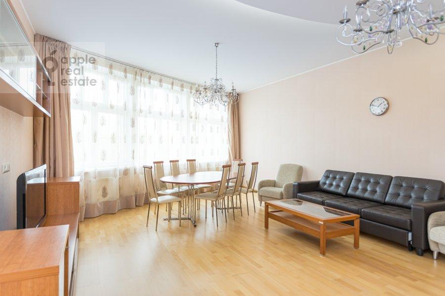 Гостиная в 4-комнатной квартире по адресу Ленинский просп. 92к1