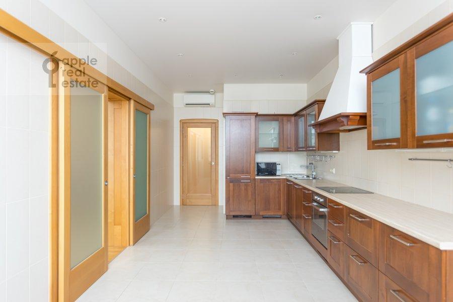 Кухня в 4-комнатной квартире по адресу Ленинский просп. 92к1