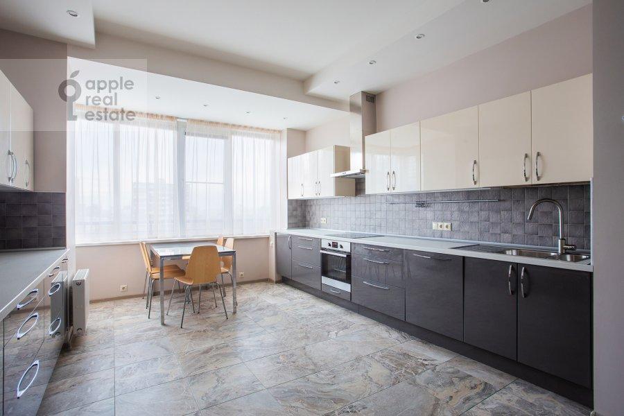 Кухня в 5-комнатной квартире по адресу Ленинский просп. 114