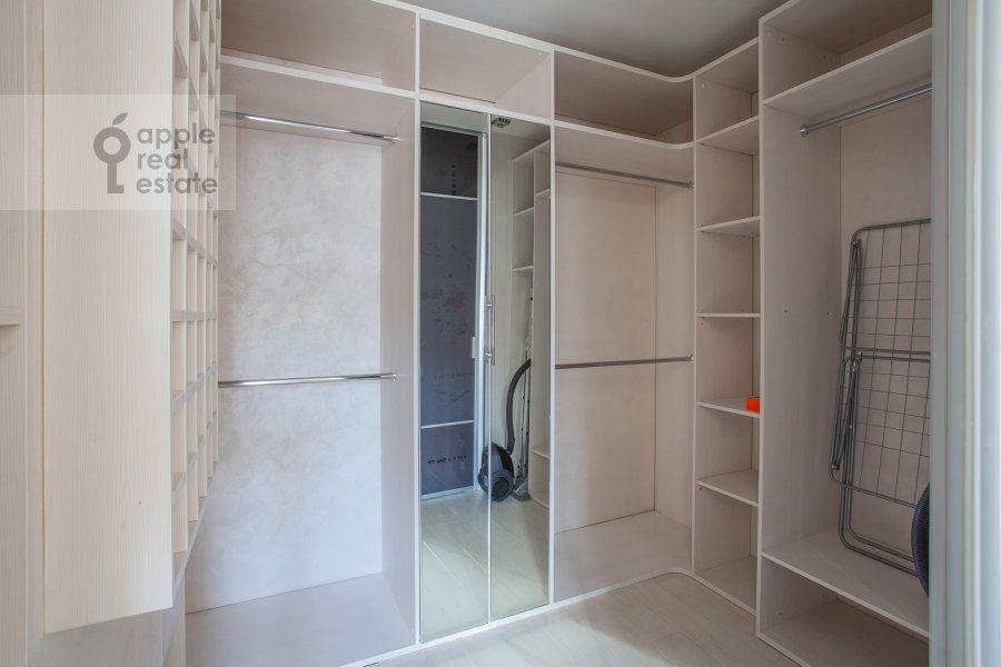 Гардеробная комната / Постирочная комната / Кладовая комната в 1-комнатной квартире по адресу Малый Левшинский переулок 5