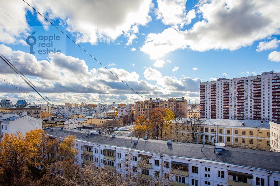 Вид из окна в 1-комнатной квартире по адресу Малый Левшинский переулок 5