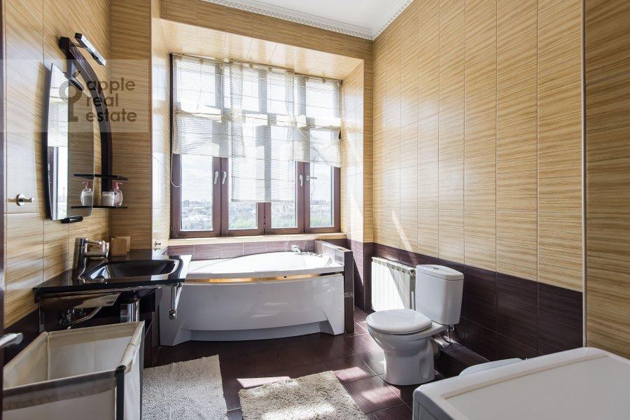 Bathroom of the 3-room apartment at Serafimovicha 2