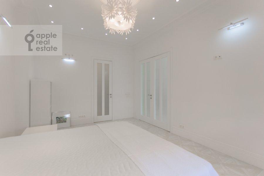 Спальня в 2-комнатной квартире по адресу Новослободская ул. 57/65