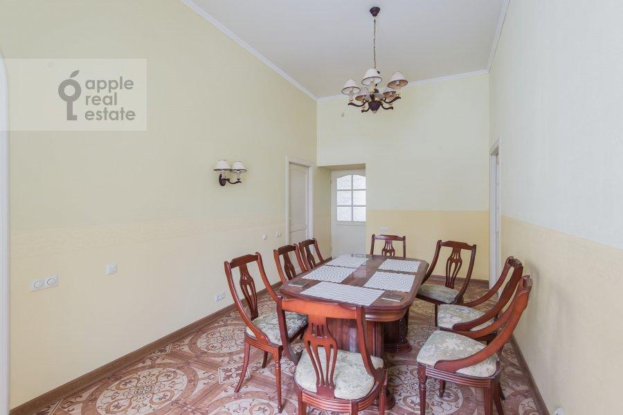 Кухня в 5-комнатной квартире по адресу Жуковского ул. 2