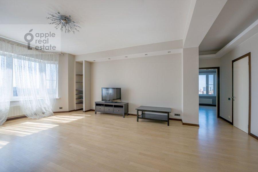 Living room of the 3-room apartment at Molodogvardeyskaya ulitsa 2k3