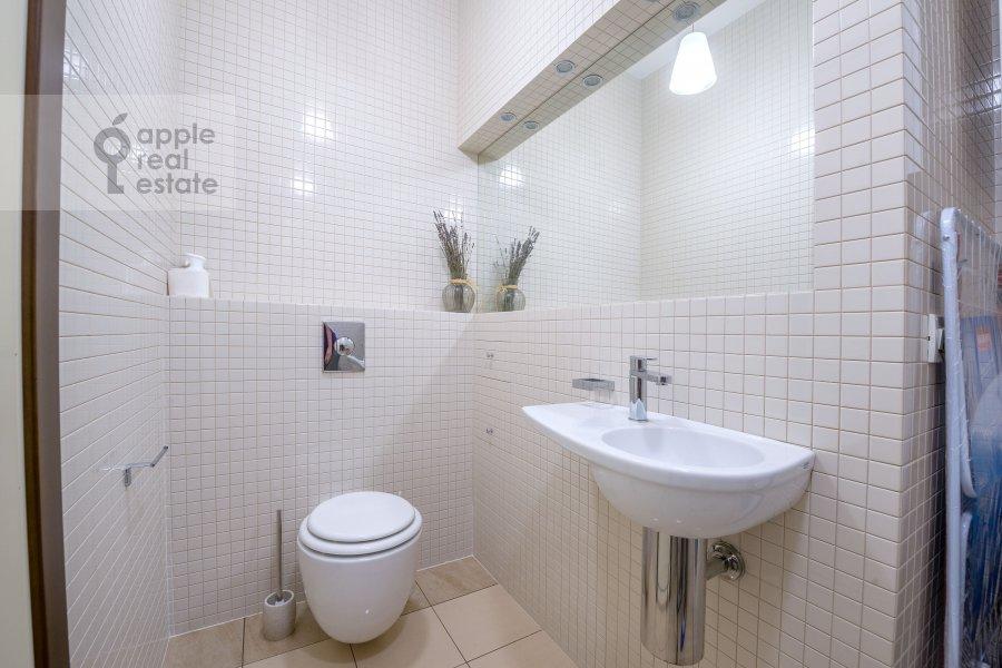 Bathroom of the 3-room apartment at Molodogvardeyskaya ulitsa 2k3