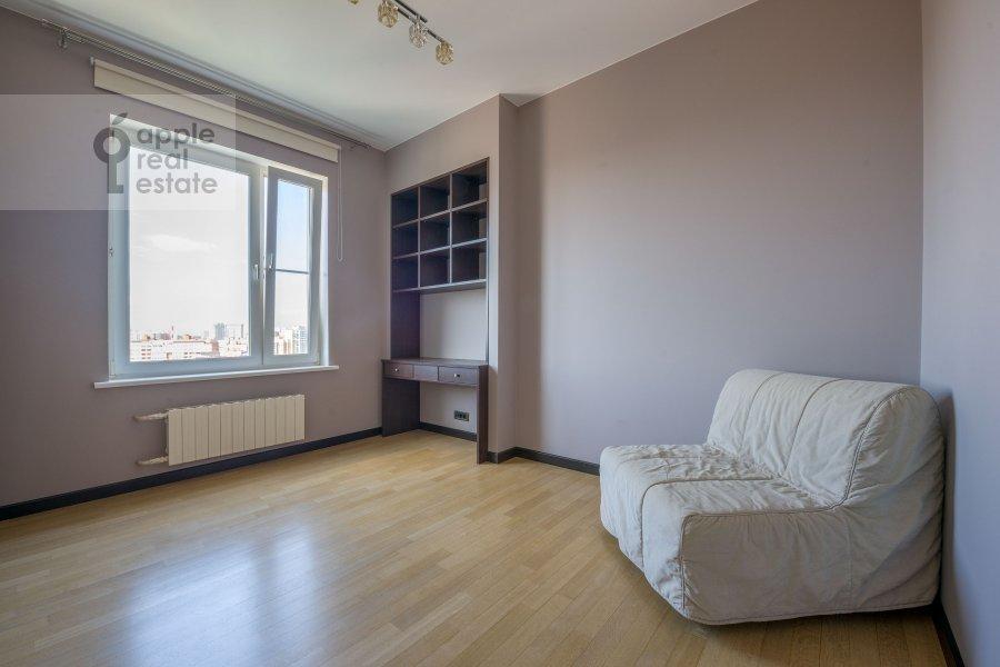 Children's room / Cabinet of the 3-room apartment at Molodogvardeyskaya ulitsa 2k3
