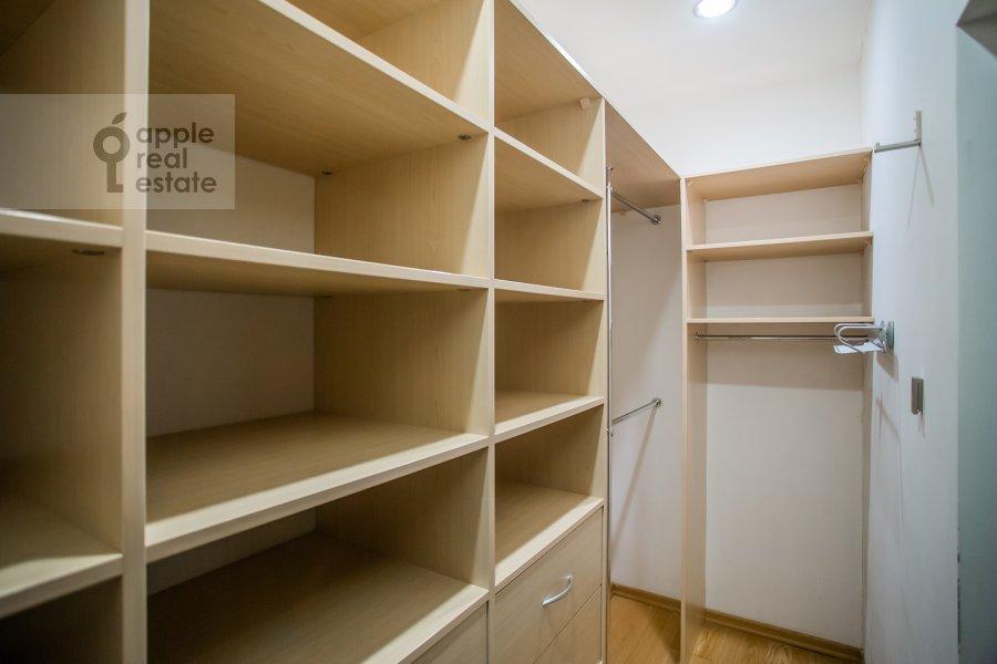 Гардеробная комната / Постирочная комната / Кладовая комната в 3-комнатной квартире по адресу Веерная ул. 30К6