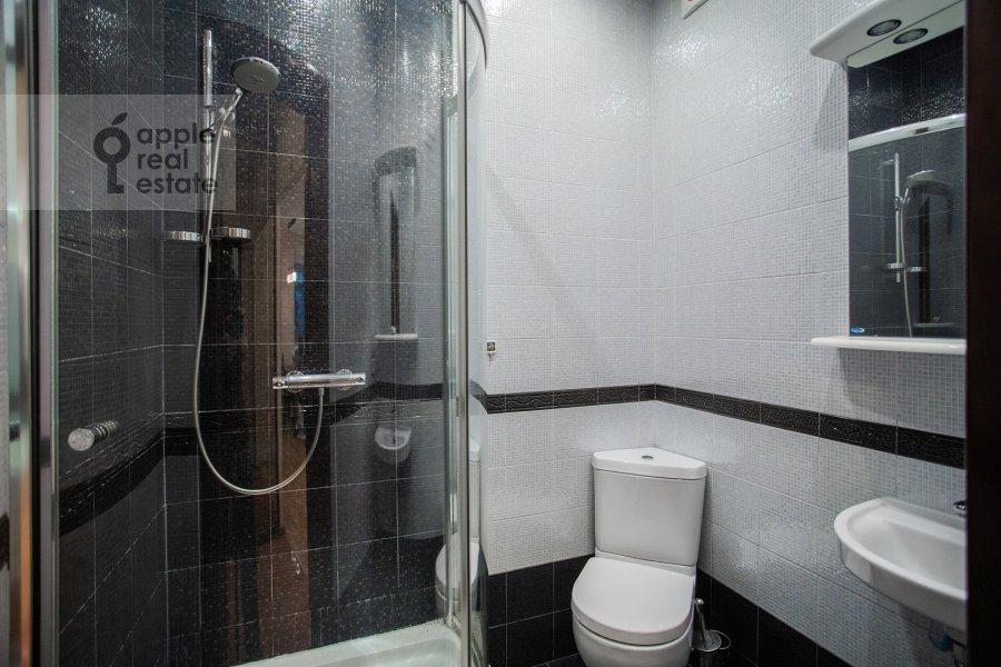 Санузел в 3-комнатной квартире по адресу Веерная ул. 30К6
