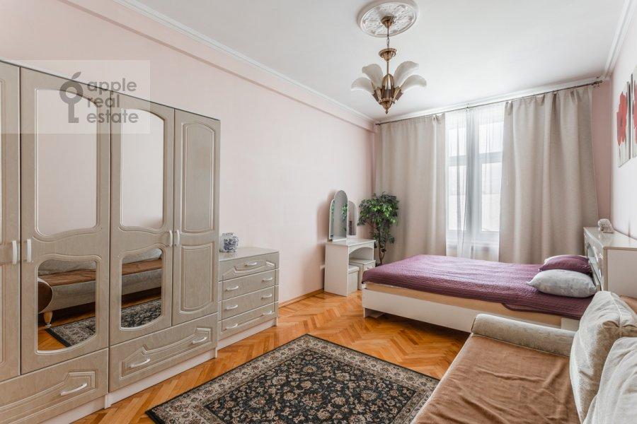 Спальня в 3-комнатной квартире по адресу Тверская ул. 15
