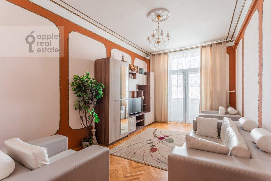 Гостиная в 3-комнатной квартире по адресу Тверская ул. 15