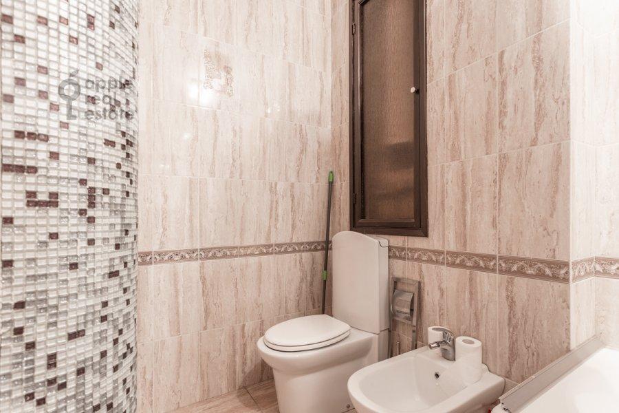 Санузел в 3-комнатной квартире по адресу Тверская ул. 15
