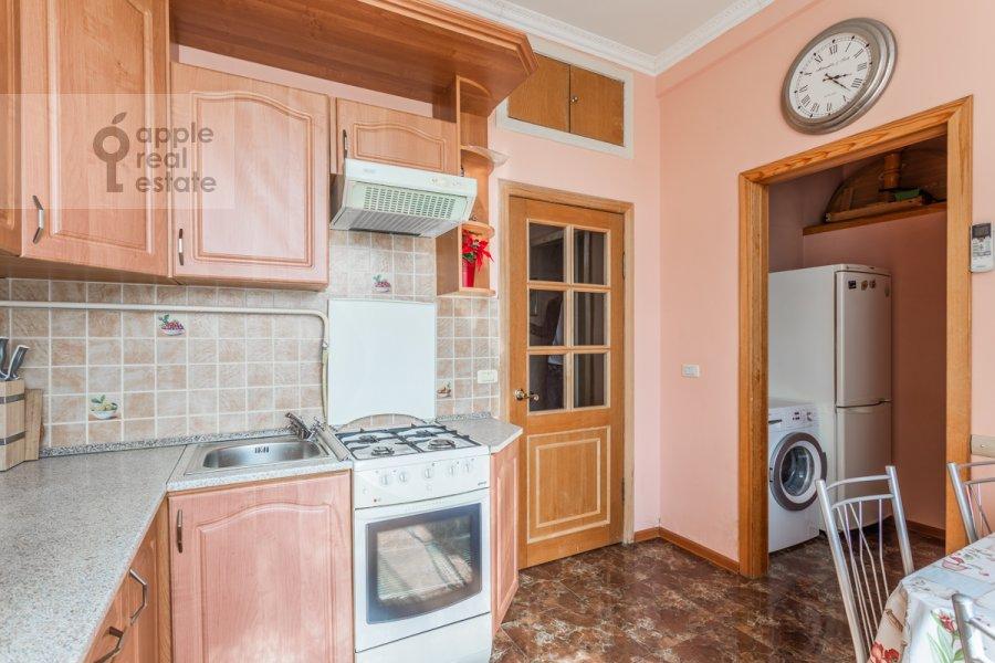 Кухня в 3-комнатной квартире по адресу Тверская ул. 15