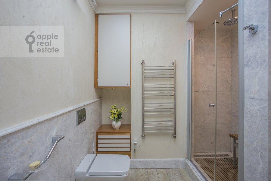 Bathroom of the 3-room apartment at Sechenovskiy per. 3