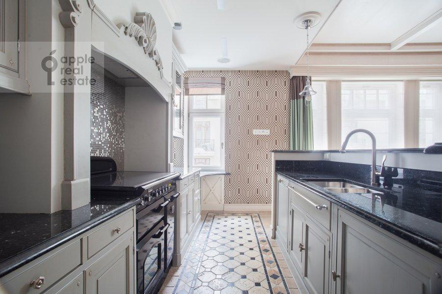 Кухня в 3-комнатной квартире по адресу Сеченовский пер. 3
