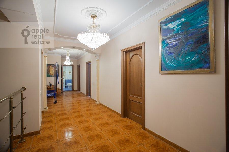Corridor of the 4-room apartment at Zoologicheskaya ulitsa 26s1
