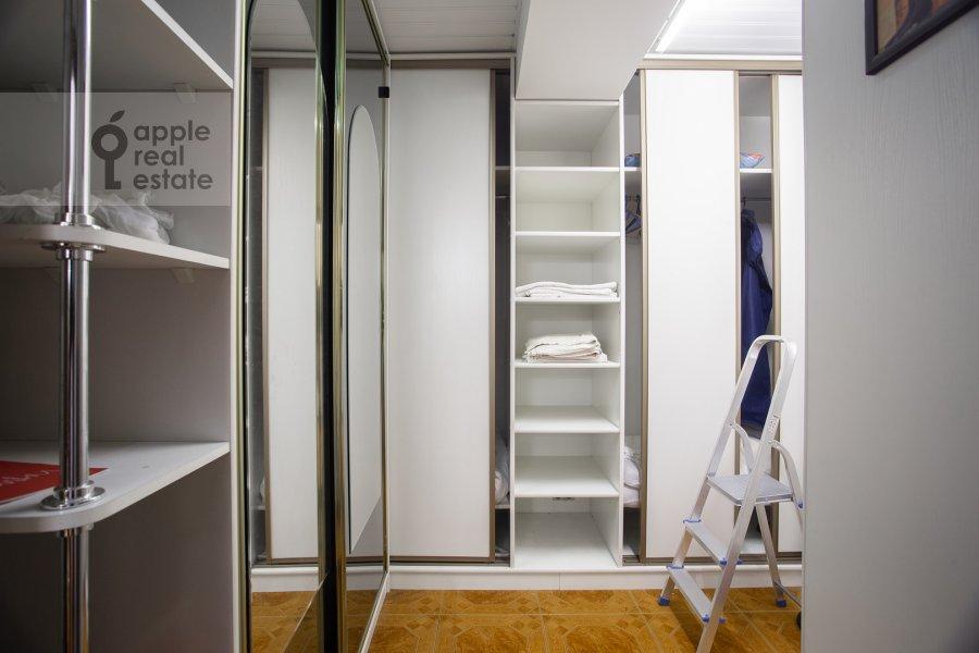 Walk-in closet / Laundry room / Storage room of the 4-room apartment at Zoologicheskaya ulitsa 26s1
