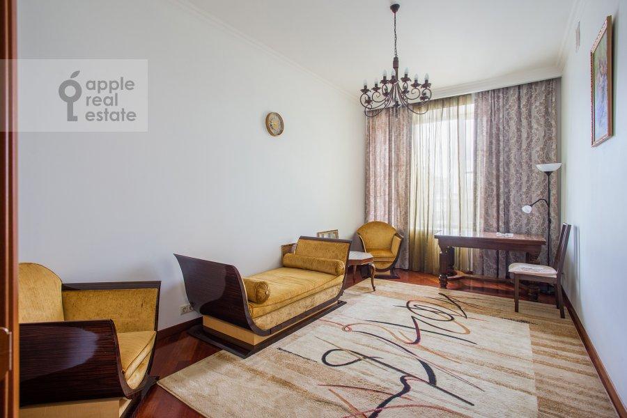 Children's room / Cabinet of the 5-room apartment at Leont'evskiy pereulok 15